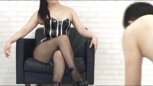 गर्म युवा एशियाई कैमरे पर फुल सेक्सी मूवी वीडियो में परिपक्व शरीर छेड़खानी ।